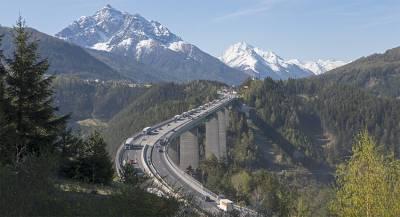 В горах на севере Италии погибли туристы