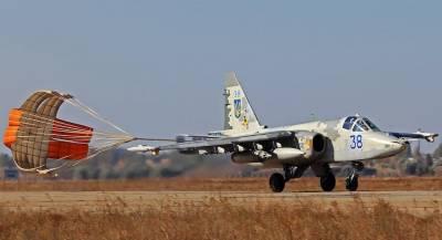 Украинские Су-25 пролетели на сверхмалой высоте