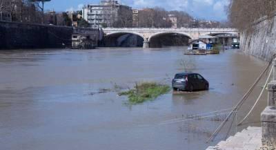 Режим ЧП ввели в Италии из-за ливней и наводнения