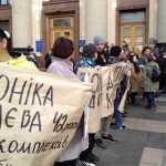 «Моніка Кабаєва, 42 рочки»: у Харкові Зеленському влаштували коридор ганьби. ФОТО