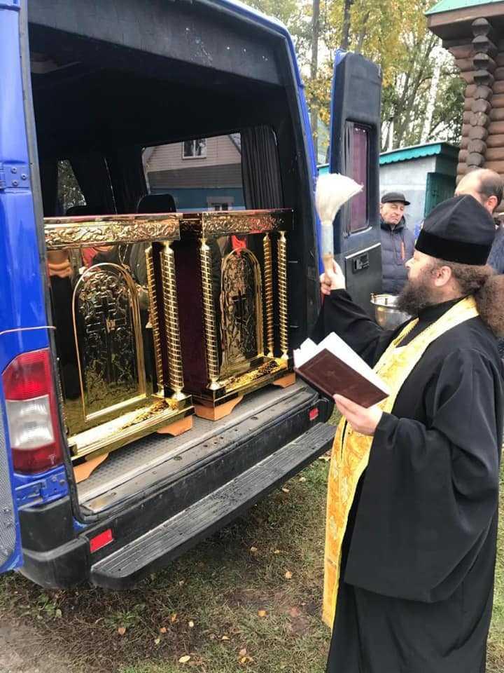 Ігор Молоток передав церковне приладдя у храми Середино-Будщини 2