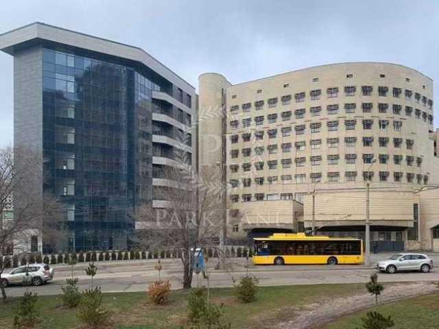 Нотариус, преступно «раздувший» Крючкову офисный центр, попал под следствие Нацполиции