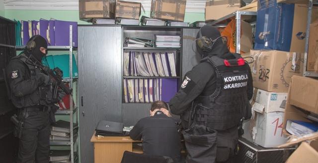 """Skarbówka zrobiła nalot na """"Newsweeka""""! Zemsta za tekst o Morawieckim?"""