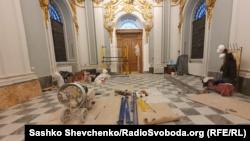 Після реставрації вхід у храм нарешті буде на тому рівні, де були і оригінальні двері.