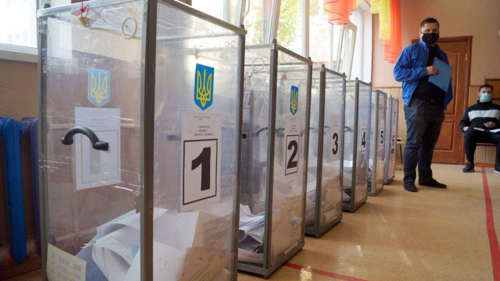 ЦВК повідомила дані про явку на виборах мерів трьох українських міст