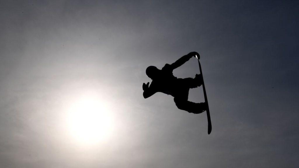 На Закарпатті рятувальники знайшли туристів з Києва та Дніпра, які заблукали після спусків на сноубордах