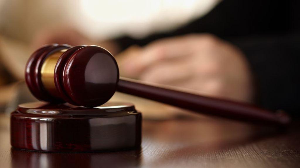 Суд заарештував матір, яка викинула з вікна свого трирічного сина – прокуратура