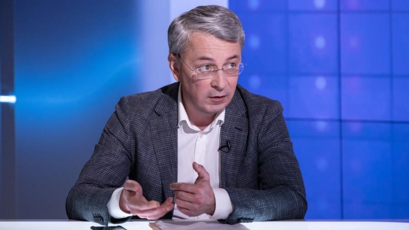 «Давайте штрафувати чиновників» – Ткаченко про «лагідну українізацію»