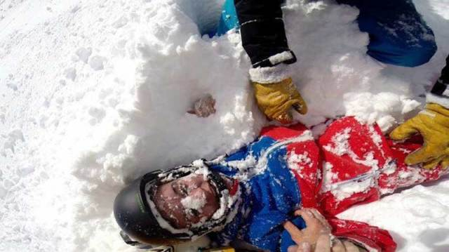 """Картинки по запросу """"В Альпах лыжник спас девушку"""""""