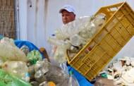 """Ação """"Lixo Marinho"""", realizada pela empresa Operação Praia Limpa, retira 600 garrafas PET do mar"""