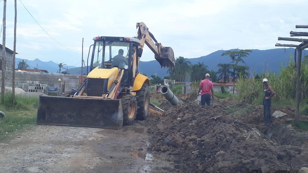 Prefeitura realiza duas grandes obras para escoamento de água no Pegorelli e Rio Marinas