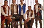 Espetáculo sobre a poesia e música de Bob Dylan é apresentado no Teatro Municipal de São Sebastião