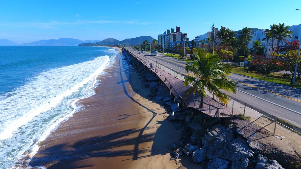 Prefeitura inicia retirada de parte do deck do Massaguaçu para intervenção na rodovia