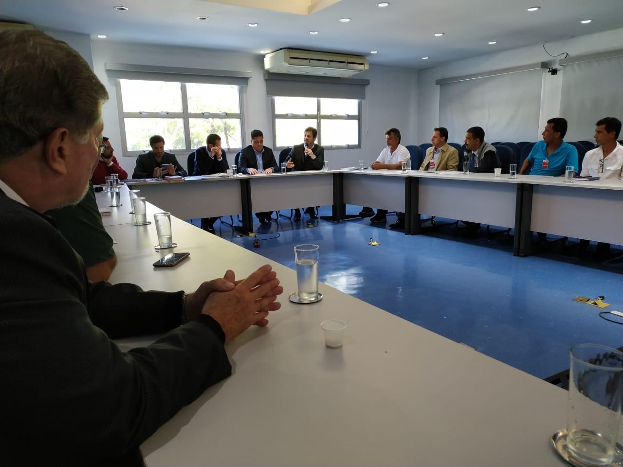 Prefeito de Ubatuba e pescadores reúnem-se com secretário estadual de Meio Ambiente