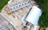 Novo Entreposto de Pesca do Camaroeiro começa a receber telhado em cobertura em arco