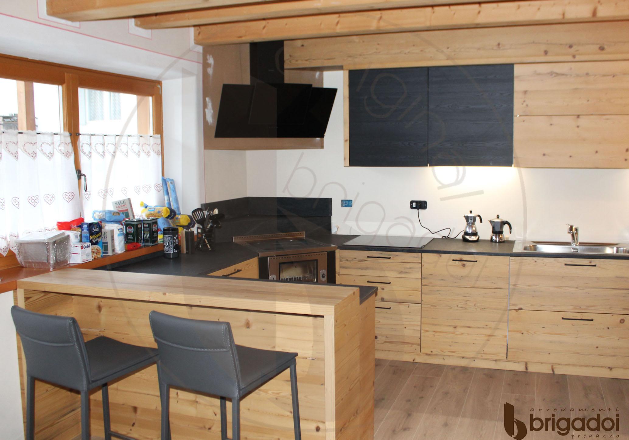 cucina legno arredamenti falegnameria brigadoi design val di fiemme dolomiti trentino legno