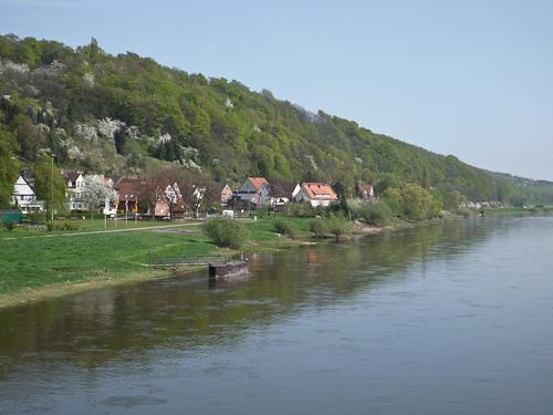 Bro öer Weser, cykelvägen ligger där nere till vänster