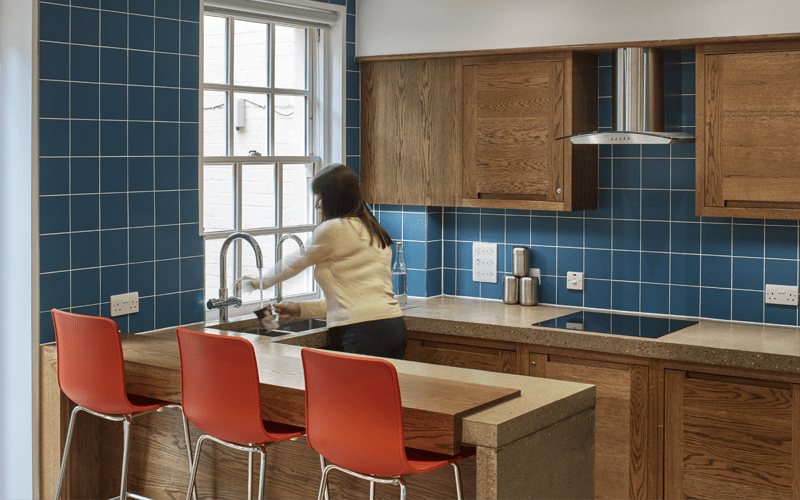 Blue tiled kitchen 800x500