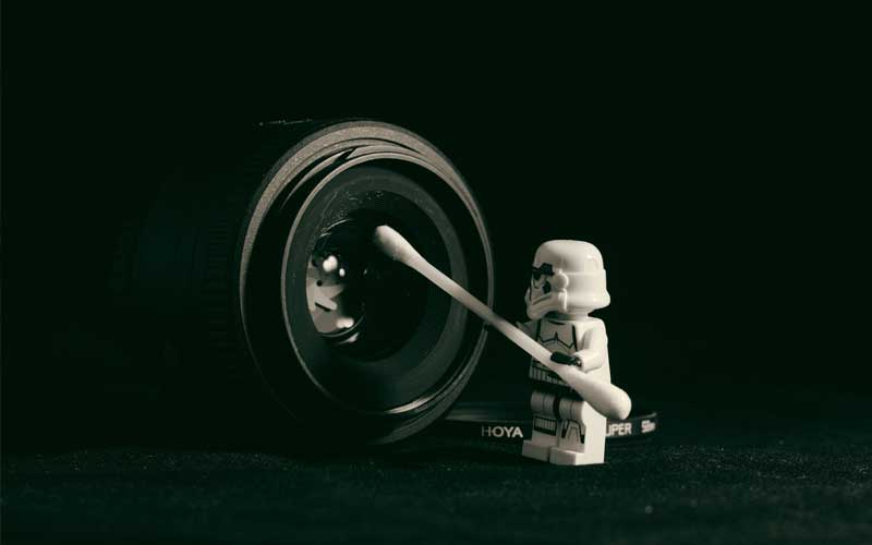Storm-trooper-cleaning-camera