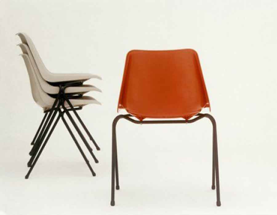 Polypropylene-stacking-chair---Robin-Day