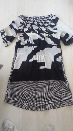 Zwart-wit zijden jurkje