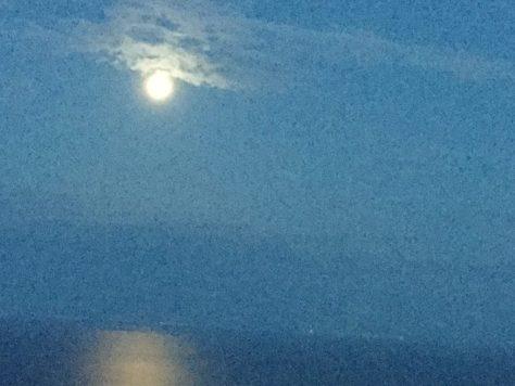 La luna -- as seen by Nora.