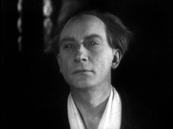 Roderick Usher (Jean Debucourt)