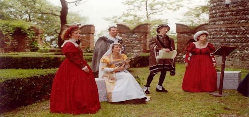 Origini della moda e distinzione abbigliamento  Uomo e Donna