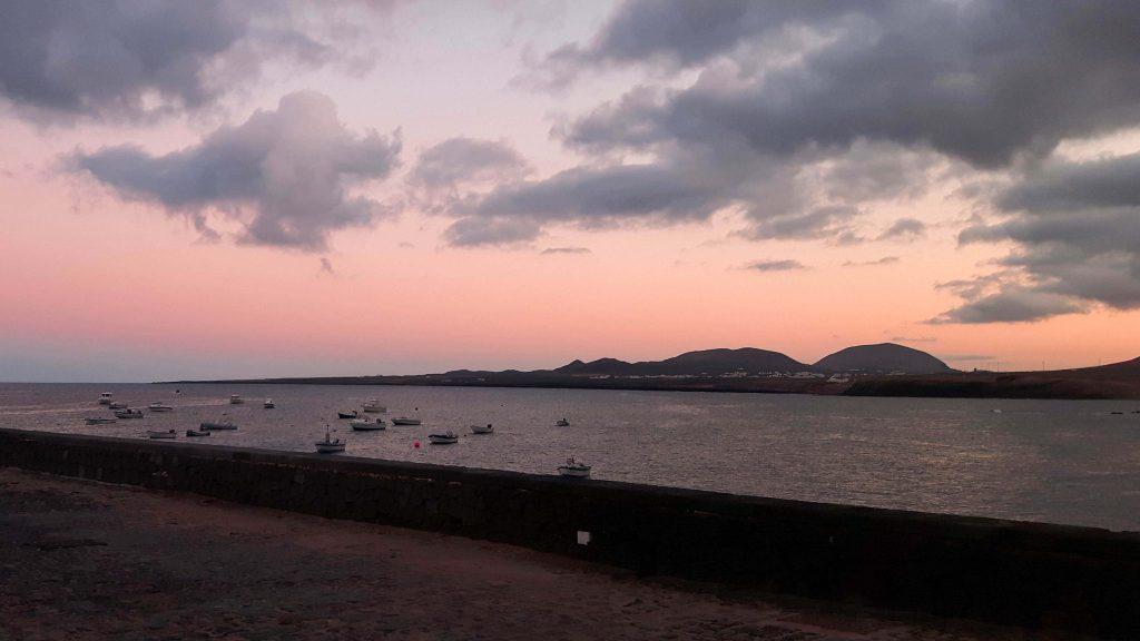 Lanzarote-travel-guide-das-musst-du-sehen-arrieta-sonnenuntergang
