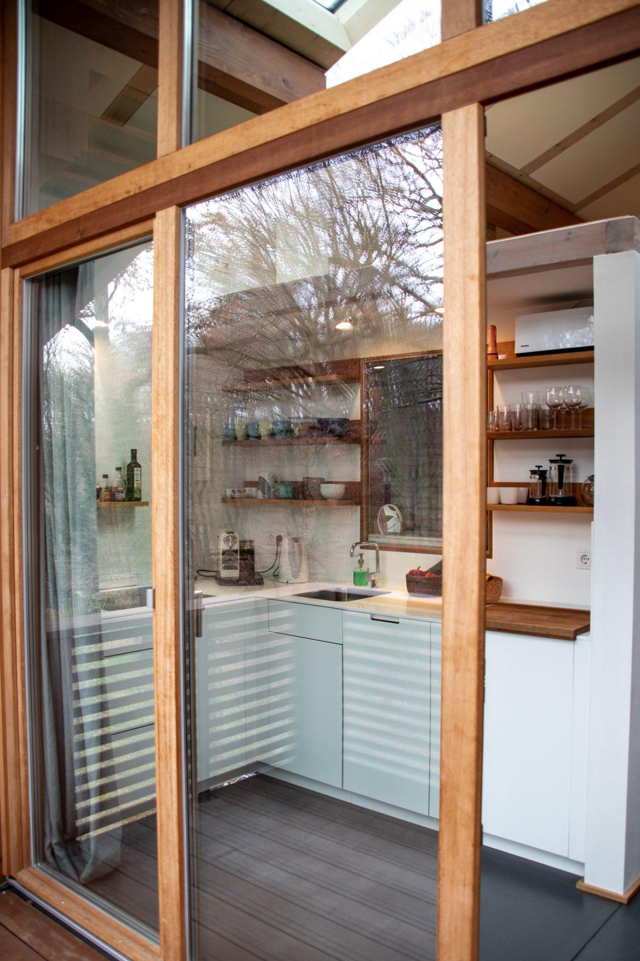 potsdam-parkchalet-lichtung-küche-vom-balkon