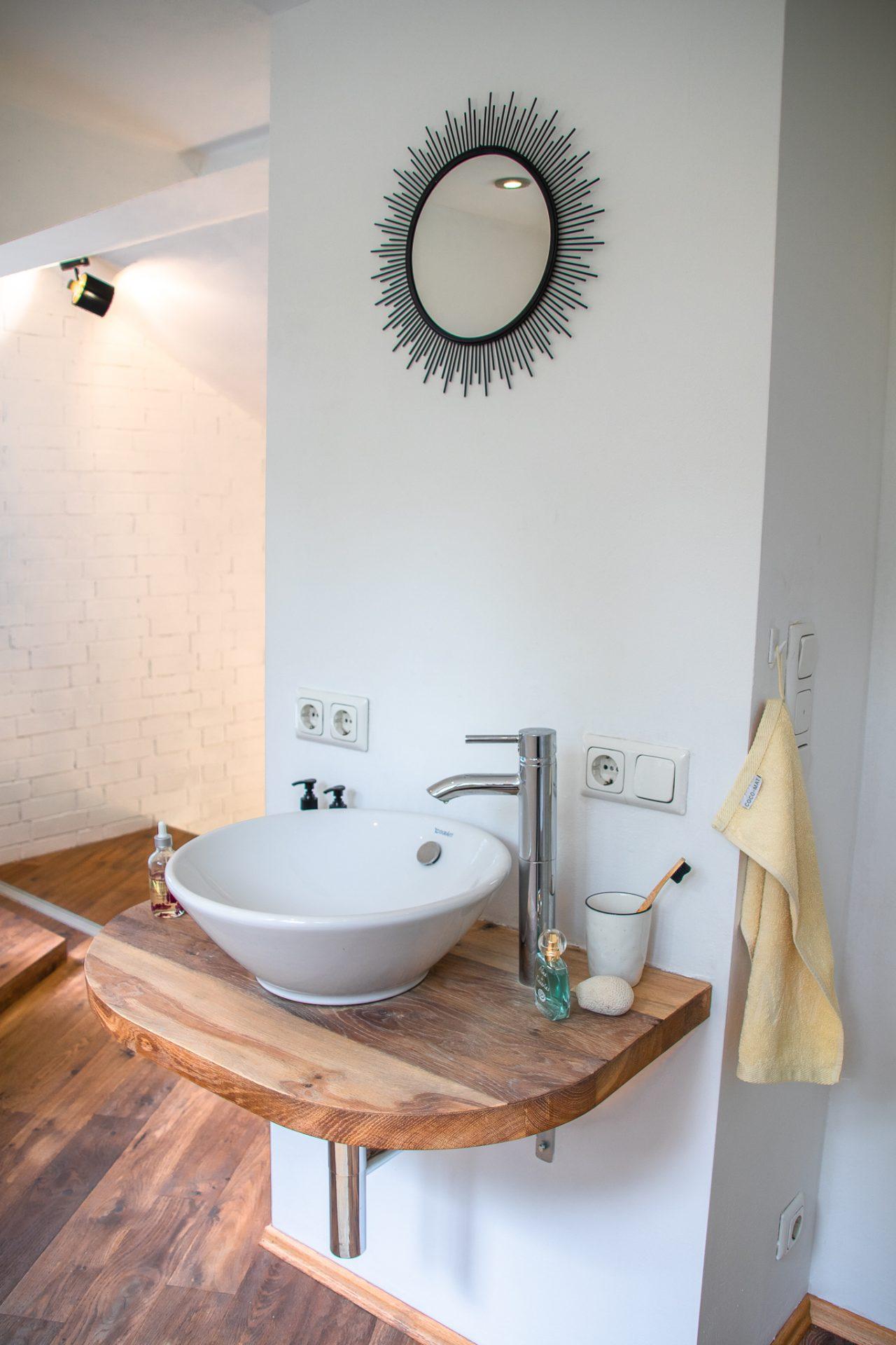 Haus-am-see-badezimmer-waschbecken