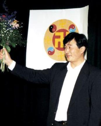 1995年,李洪志先生在瑞典的哥德堡(Gothenburg)舉辦七天的傳功講法班。(明慧網)