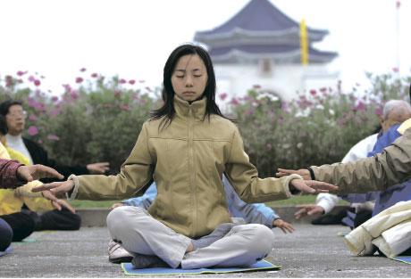 忧郁症患者可借由气功的打坐方式改善自身情况。(新纪元)