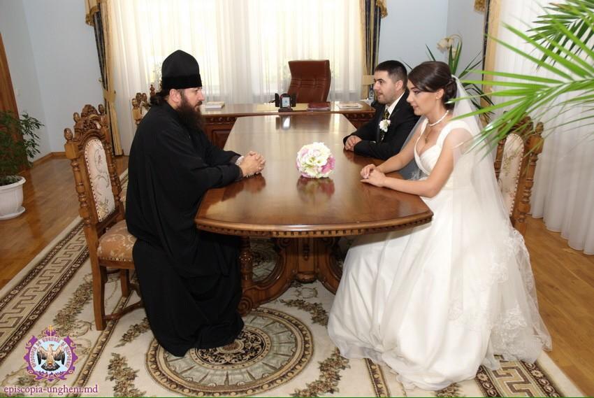 """Episcop PETRU: ,,Reprindeți candelele din fața icoanelor și din inimile Dvs!"""" Sfaturi pentru Post"""