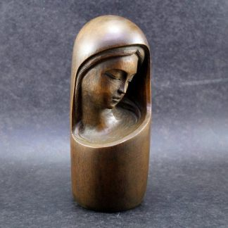 J. Fontes, Santa esculpida em madeira escura