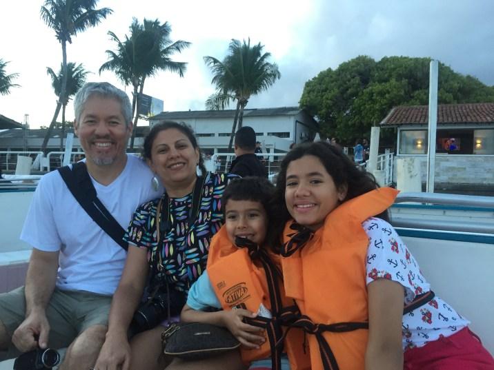 Família que Viaja Junto no Catamaran Tours