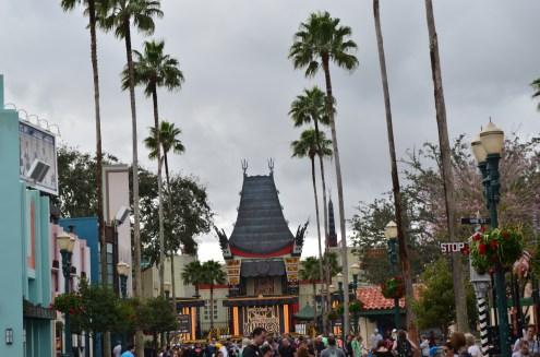 Vista do teatro a partir da rua principal