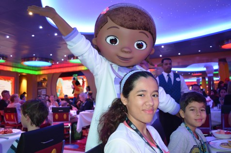 Café com personagens do Disney Junior