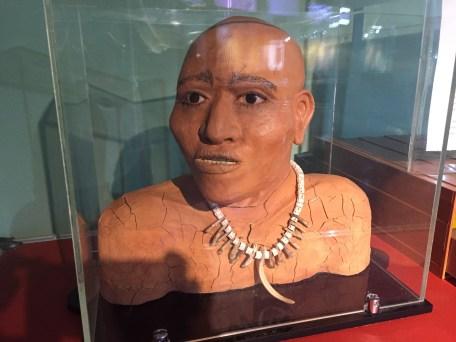 Réplica de um habitante de sambaqui