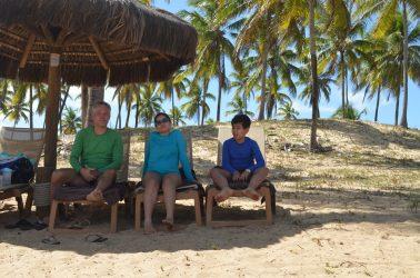 Na praia de Imbassaí