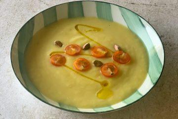 Crema fría de aguacate y pistachos