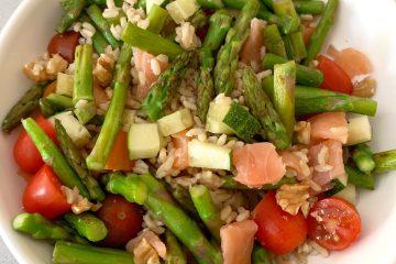 Ensalada de arroz, salmon y esparragos