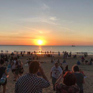 (C) Jule Reiselust: Sunset mit Tausenden anderen am Mindil Beach