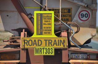 (C) Jule Reiselust: Roadtrain-Superstrecke zwischen Port Hedland und Auskin Roadhouse.