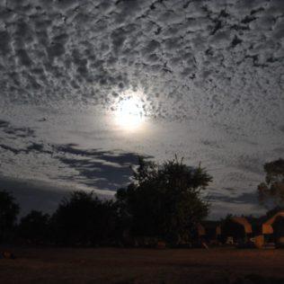 (C) Jule Reiselust: Abendstimmung im Bungle Bungle Caravanpark. Glück, dass die Wolken erst nach unserem Besuch aufkamen.