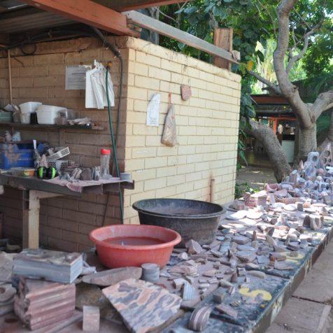 (C) Jule Reiselust: Hier werden die Steine aus der Zebrasteinmine bearbeitet.