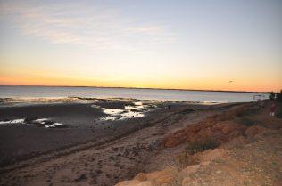 (C) Jule Reiselust: Morgenstimmung über dem Meer in Onslow.