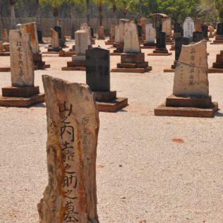 (C) Jule Reiselust: Japanischer Friedhof - hier liege fast nur Perlentaucher begraben.