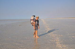 (C) Jule Reiselust: Strandspaziergang und Muscheln sammeln am 80 Mile Beach.