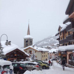 (C) Jule Reiselust: Das tief verschneite St. Martin de Belleville bei unserer Ankunft.